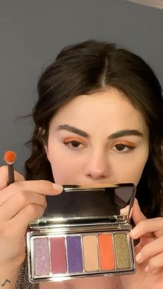 Selena Gomez Makeup, Selena Gomez Album, Estilo Selena Gomez, Selena Gomez Cute, Makeup Dupes, Makeup Art, Beauty Makeup, Smoky Eye Makeup, Eye Makeup Steps