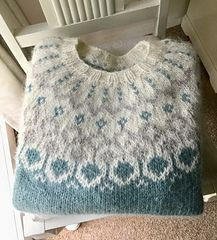 I'm using the Hela pattern as a guide only for a jumper, because I've already made 2 Hela cardigans. But I'm using parts of another child's pattern and adding my own ideas to make it adult size. Knitting Designs, Knitting Patterns, Ravelry, Yarn Ball, Fair Isle Knitting, Knit Picks, Needlework, Knit Crochet, Sweaters For Women