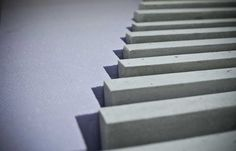 Julien Delalande #001 : Série de panneaux en béton dans l'usine Concrete by LCDA, crédit photographique : Simon Bouisson
