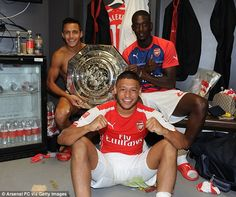 Alex Oxlade-Chamberlain and Yaya Sanogo with the shield along with our top signing Alexis Sanchez.