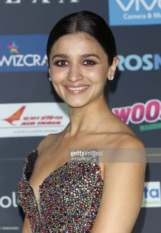Actress Alia Bhatt attends the 2017 International Indian Film Academy Festival at MetLife Stadium on July 14 2017 in East Rutherford New Jersey Twinkle Khanna, Alia Bhatt Cute, Film Academy, India Fashion Week, Ranveer Singh, International Film Festival, Celebrity Dresses, Stock Pictures, Actress Photos