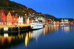 https://flic.kr/p/qupoNk | Bergen Blues | Damn flickr put the wider view on top again despite my preference for the closer view, anyway, as promised yesterday, the blue hour versions of the same Bergen photos on a clear autumn evening