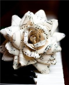 "** site does not work** idea for oragami flower made of music notes for julie or mom's piano studio- I'm sure I could find another pattern for origami. Would be beautiful in a vase with a few ""musical roses""! Vintage Sheet Music, Vintage Sheets, Vintage Maps, Vintage Roses, Sheet Music Crafts, Sheet Music Art, Paper Art, Paper Crafts, Music Paper"