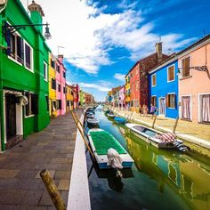"""The Most Cheerful Place in Italy"" #Burano in #Venice #Italy! sognoitaliano.it"