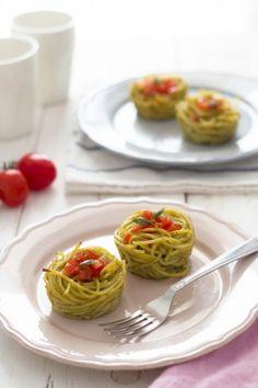 Tortine di spaghetti e broccoli - Ricetta per bambini - Little spaghetti cake with broccoli - recipe for kids  Sonia Monagheddu for @DonnaModerna