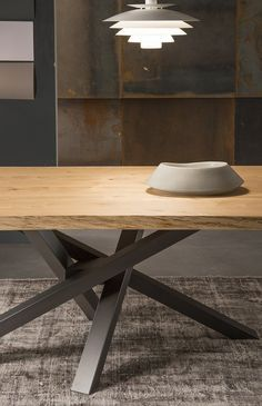 Looking for new gorgeous wooden dining table sets? Explore a full image gallery of wood table designs to give you new inspirations. Steel Furniture, Table Furniture, Modern Furniture, Furniture Design, Wood Table Design, Dining Table Design, Dining Room Table, Esstisch Design, Stainless Steel Table