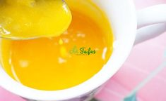 Gălbenușul de ou este o sursă extraordinară de vitamine, minerale, aminoacizi (proteine) și nutrienți necesari organismului pentru a se întări sau recupera după o boală. Natural Health Remedies, Drink, Eat, Desserts, Food, Tailgate Desserts, Beverage, Deserts, Eten