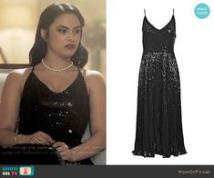 Topshop Sequin Pleated Dress worn by Veronica Lodge (Camila Mendes) on Riverdale Fandom Fashion, Fashion Tv, Girl Fashion, Fashion Outfits, Outfits Riverdale, Riverdale Fashion, Veronica Lodge Fashion, Veronica Lodge Outfits, Black Sequin Dress