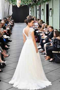 Amsale Bridal Spring 2019 collection, runway looks, beauty, models, and reviews.