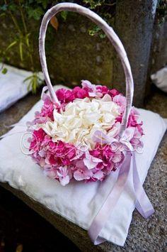 Matrimonio elegante e raffinato a Villa Cimbrone. Elementi floreali perfettamente coordinati in un fil rouge unico e armonioso