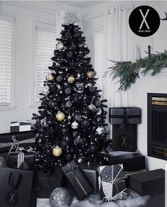 Black and White Christmas Decoration Ideas to Create an Exhilarating Dreamscape - Hike n Dip Here are best Black and White Christmas Decoration ideas. These Black and White Christmas decor include Christmas home decor & White & Black Christmas Trees Black Christmas Tree Decorations, Black Christmas Trees, Beautiful Christmas Trees, Rustic Christmas, Christmas Home, Holiday Decor, Merry Christmas, Christmas Mantles, Christmas Villages