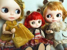 今日も撮影会待ちの3人とクマちゃんパペットでした🐻💦✨📷 #blythe#blytheoutfit#dollclothes#blythedoll#dollphoto#dollstagram#dollphotography#熊#puppetミディブライス#ドール#アウトフィット#harusya#ブライス#手作り#刺繍#秋 #🍂