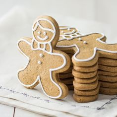 Making gingerbread cookies this holiday? This is the recipe for you! These cookies have a wonderfully traditional molasses and spice flavor, a tender texture that's not too hard, and the do… Christmas Cooking, Christmas Desserts, Holiday Treats, Christmas Treats, Holiday Recipes, Christmas Recipes, Christmas Goodies, Christmas Projects, Christmas Decor