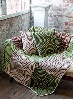 OLà Fiori  achei super lindona essa colcha feira a espiral,  será que um dia eu vou conseguir fazer uma colcha espiral linda assim ??  vou d...