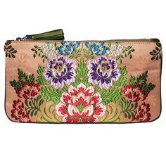 clutch fallera® con detalles florales, realizados en tela de seda color coral. fallera bag with floral pattern. #bag #clutch #bolso http://fallera.com/es/bolsos/bc00704-detail