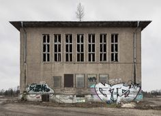 """Awaiting"", 2014 by Sascha Nau und Petra Mattheis"