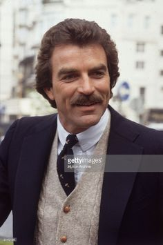 Everybody knows Tom Selleck. Remember Magnum P., Three Men and a Baby, Blue Bloods, and Jesse Stone? Tom Selleck Blue Bloods, Jesse Stone, Sam Elliott, Magnum Pi, Men's Toms, Marilyn Monroe Photos, Famous Faces, Famous Men, Famous People