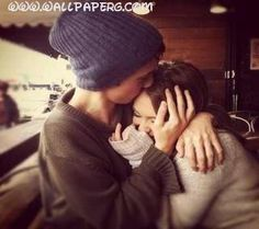 Download Friends hugs - Romantic wallpapers for your mobile cell phone