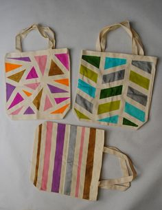 Collect & Carry: DIY: Geometric Painted Tote Bags => Even jute sacks can . Summer Tote Bags, Diy Tote Bag, Diy Bags, Fabric Painting, Diy Painting, 30 Diy Christmas Gifts, Cadeau Parents, Crafty Craft, Diy Projects To Try