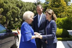 Royals & Fashion - Later, Princess Beatrix was invited to a private lunch at the Zarzuela Palace attended by King Juan Carlos and Queen Sophia.