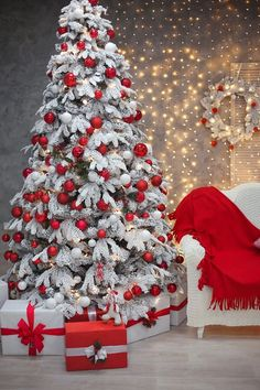 Flocked Christmas Trees Decorated, Snowy Christmas Tree, Merry Christmas Gif, Christmas Scenery, Creative Christmas Trees, Christmas Backdrops, Beautiful Christmas Trees, Christmas Tree Themes, Christmas Pictures