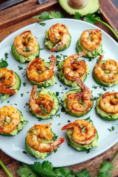 Blackened Shrimp Avocado Cucumber Bites / Party / Fingerfood / Buffet Light and tasty blackened creole seasoned shrimp on crisp and juicy cucumber slices with cool and creamy avocado and flavour packed remoulade sauce! Shrimp Appetizers, Appetizer Recipes, Appetizer Ideas, Cucumber Appetizers, Sandwich Appetizers, Easy Summer Appetizers, Mini Appetizers, Cheese Appetizers, Birthday Party Appetizers