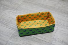 DIY tutorial in pictures. Fabric Gift Bags, Fabric Boxes, Cool Diy Projects, Sewing Projects, Sewing Ideas, Fabric Basket Tutorial, Rectangular Baskets, Fabric Storage Baskets, Paper Umbrellas