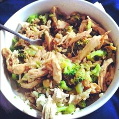 Quick healthy meal of the day: 1 cup brown rice, 1 cup broccoli, Shredded chicken breast, 2 tsp lot sodium soy sauce I say quick because I keep some plain cooked chicken breasts in my fridge for quick meals like these! Quick Healthy Meals, Healthy Food Options, Healthy Cooking, Easy Meals, Healthy Eating, Cooking Recipes, Healthy Recipes, Cooking Ribs, Healthy Lunches