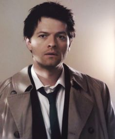 Messy hair, crooked tie = classic!Cas  Perfect
