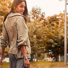 Štýlové hodinky pre štýlové ženy!  #markmaddox #watch #watches#style #outfit #woman #women #womanstyle #fashion #ootd #outfit Military Jacket, Rain Jacket, Windbreaker, Raincoat, Branding, Watches, Jackets, Outfit, Vintage