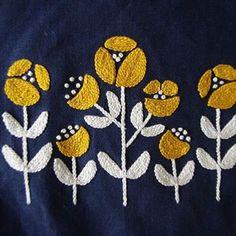刺繍が一つ出来上がりました ・ 樋口愉美子『2色で楽しむ刺繍生活』より ・ そして続けて これをきんちゃくに ↓↓↓ ・ #mahimakoソーイング #樋口愉美子 #2色で楽しむ刺繍生活 #cssakuhinpost #cssakuhinpostcl ・ ・ ・ 心がそわそわする1日 手を動かしていれば 紛れます ・ 手仕事に助けられたな