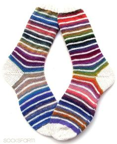 Ringelsocken gehen immer! Bis jetzt bin ich aber noch nie darauf gekommen, das ich die Farbe weiß mit kombiniere, bis ich solche Sock...