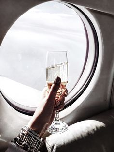Veuve at feet ✌️✈️ Headed to Charleston for the night! Veuve at feet ✌️✈️ Headed to Charleston for the night! Luxury Lifestyle Fashion, Rich Lifestyle, Luxury Fashion, 90s Fashion, Xenia, For All Things Lovely, Beautiful Things, Yurman Bracelet, Image Clipart