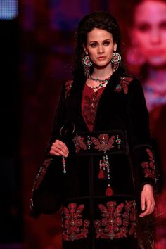 Gombold újra... 2012 ... Traditional Outfits, Hungary, Gypsy, Goth, Costumes, Cross Stitching, Inspiration, Clothes, Beauty