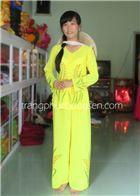 Trang phục bà ba chất liệu voan màu vàng tươi, có in phun hình bông lúa, thích hợp để hát múa nông dân, diễn kịch, diễn thời trang, chụp ảnh. http://trangphucbongsen.com/cho-thue-trang-phuc/do-ba-ba-bong-lua-p192