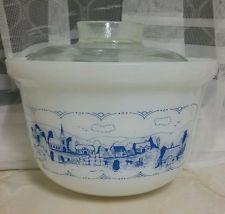 Vintage Pyrex 'Old Country Blues' tub, 3 1/2 Quarts.