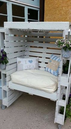 Pallet Outdoor Furniture Enclosed Seating Area with Cushions for Comfort - Outdoor pallet furniture ideas help you make your backyard into an outdoor living area that you can enjoy with your family. Find the best designs! Pallet Garden Furniture, Pallets Garden, Furniture Decor, Furniture Layout, Furniture Projects, Furniture Design, Repurposed Furniture, Diy Projects, Furniture Plans