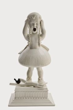 Maria Rubinke is a young Danish artist based in Copenhagen. She is best known for her porcelain figurines depicting gruesome scenes. Porcelain Jewelry, Porcelain Ceramics, Painted Porcelain, Fine Porcelain, Modern Sculpture, Sculpture Art, Ceramic Sculptures, Chandelier Art, Doll Tattoo