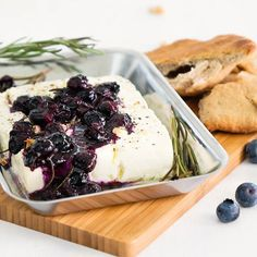 Gegrillter Feta mit Blaubeer-Rosmarin-Sauce You love feta from the grill? Then we have something for you: Grilled feta with blueberry and rosemary sauce Fruit Recipes, Veggie Recipes, Healthy Recipes, Barbecue Sauce Recipes, Grilling Recipes, Make Taco Seasoning, Grilled Fruit, Queso Feta, Healthy Eating Tips