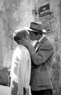 "Jean Seberg and Jean Paul Belmondo dans ""A bout de souffle"" film de Jean-Luc Godard, 1960 Jean Seberg, The Kiss, Marcello Mastroianni, Steve Mcqueen, The Stranger, 4x6 Postcard, George Sand, Mia Farrow, Jean Luc Godard"