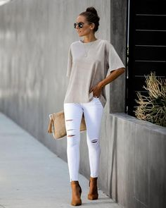 Sunday Outfits, Mode Outfits, Stylish Outfits, Summer Outfits, Fashion Outfits, Womens Fashion, School Looks, White Jeans Outfit, Scarf Styles