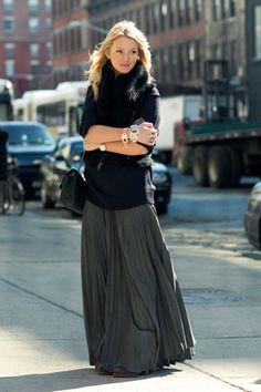 gray-maxi-skirt-fur-scarf.jpg 400×600 pixels