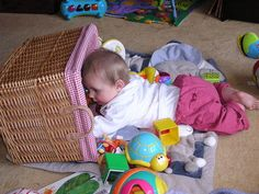 How to encourage your baby to crawl - a little article I have written for Yahoo; some ideas to encourage your baby to get moving! Good Parenting, Parenting Hacks, Baby Wise, Pediatric Physical Therapy, Baby Sign Language, Crawling Baby, Preparing For Baby, Baby Activities, Bays