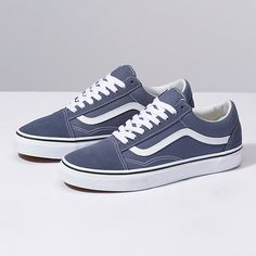 Vans Old Skool. The original classic side stripe skate shoe. Built with Vans DNA. Women's Shoes, New Shoes, Cute Shoes, Me Too Shoes, Shoe Boots, Shoes Sneakers, Tenis Old School, Sneakers Fashion, Fashion Shoes