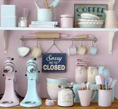 Pastel Kitchen Colors That'll Make You Squeal! We are obsessed with bakeware! This retro baking equipment in pretty pastel colours is gorgeous.We are obsessed with bakeware! This retro baking equipment in pretty pastel colours is gorgeous. Retro Home Decor, Vintage Decor, Vintage Bakery, Retro Vintage, Vintage Colors, Vintage Stuff, Unique Vintage, French Vintage, Deco Pastel