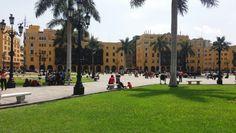 Praça Maior ou Praça de Armas de Lima, sítio de fundação do quadrado de Pizzaro situado na cidade de Lima, capital do Peru. Área ocupada anteriormente por muitos povos, dentre eles o Lima.