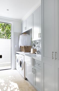 I've just stumbled across this gorgeous laundry and fell in love 😍. It's so fresh and airy.just the way a laundry room should be. Modern Laundry Rooms, Laundry In Bathroom, Garage Laundry, Laundry Nook, Laundry Closet, Small Laundry, Utility Room Designs, Linen Cupboard, Laundry Room Inspiration
