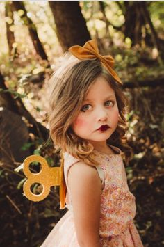 This Madeline Costume Is Why All Toddlers Should Dress Up As Their Favorite Book Characters for Halloween Wind-up Doll goodhousemag Disfarces Halloween, Unique Toddler Halloween Costumes, Stroller Halloween Costumes, Unique Costumes, Halloween Dress, Wind Up Doll Costume, Doll Fancy Dress Costume, Broken Doll Costume, Creepy Doll Costume