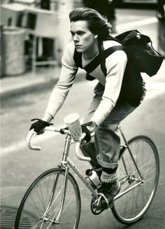 ridesabike:  Kevin Bacon rides a bike.