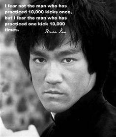Pratique cada chute até você achar que está perfeito... então faça 1000 vezes mais. Dê aos seus adversários uma razão para terem medo.
